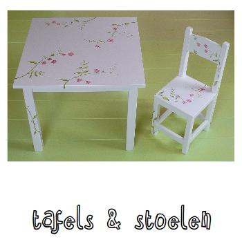 Tafels en stoelen
